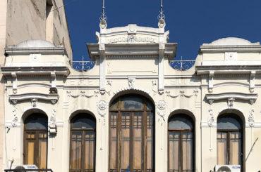 As belas fachadas antigas da Rua Santa Ifigênia