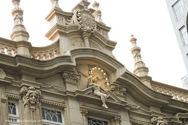 Frontão do palacete (clique na foto para ampliar)