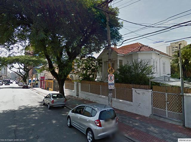 Vista do casarão e da Rua Alfredo Pujol (clique na foto para ampliar).