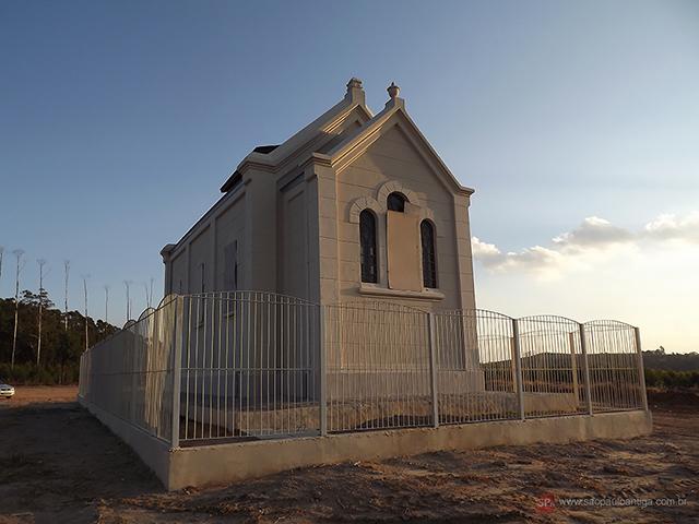 Vista dos fundos da capela (clique na foto para ampliar).