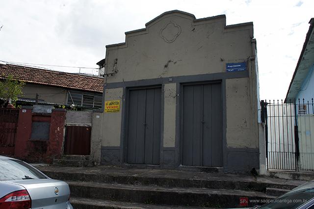O armazém antes do restauro (clique na foto para ampliar).