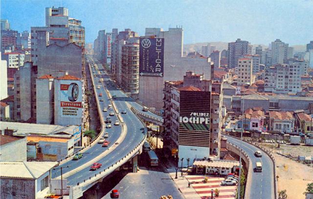 Minhocão no início dos anos 70 (clique para ampliar).