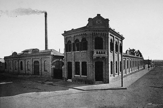 A fábrica, na rua Joaquim Carlos, em 1917 (clique para ampliar).