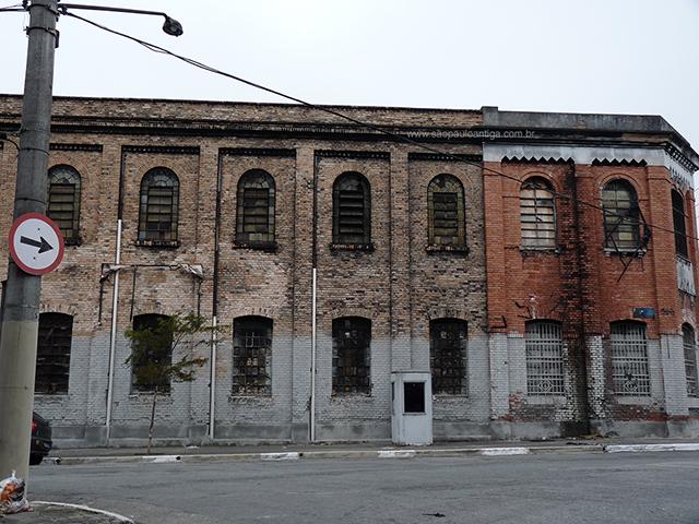 Trecho da fábrica na rua Fernão de Magalhães (clique para ampliar).