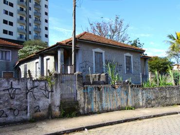 Casarão – Rua Hélio Manzoni, 46