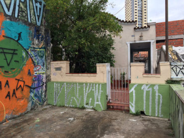 """A casa """"escondida"""" da Rua Cotoxó"""