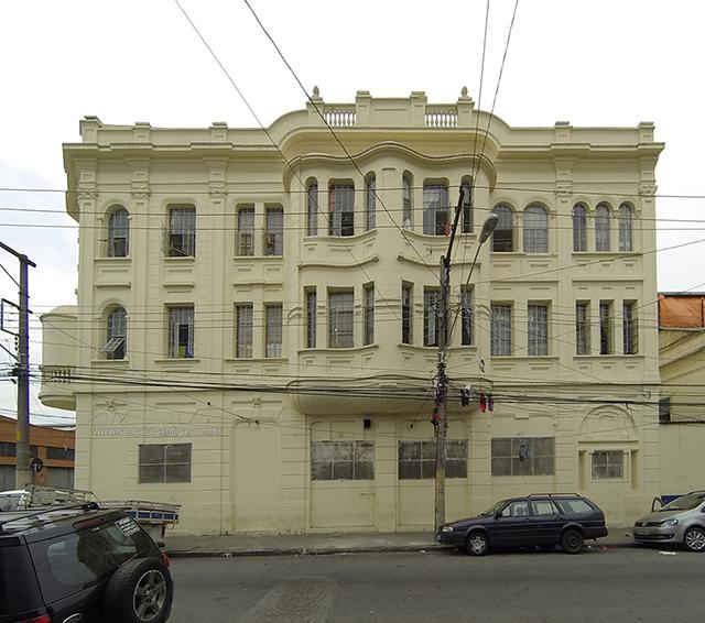 Vista da lateral do prédio (clique na foto para ampliar)