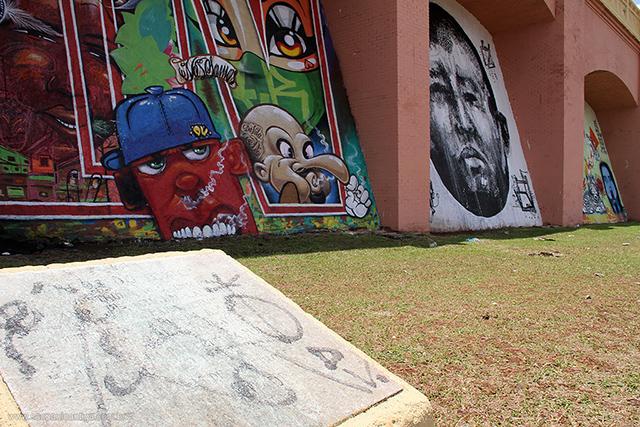 Nos Arcos do Jânio, grafite e vandalismo se misturam (clique para ampliar)
