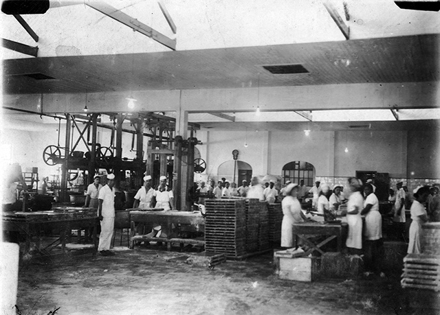 Interior da fábrica em 1945 (clique para ampliar)