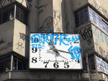 Relógio do antigo Mappin é vandalizado