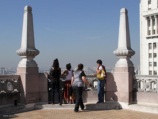 Turistas em visita ao Martinelli (clique para ampliar)