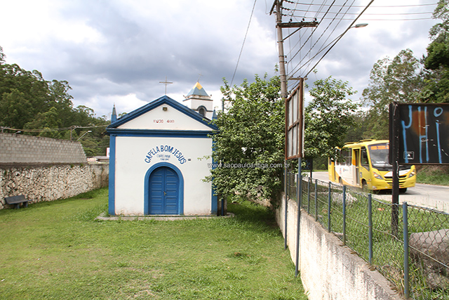 Ao lado da capela, a Estrada Juvenal Ponciano de Camargo (clique para ampliar)