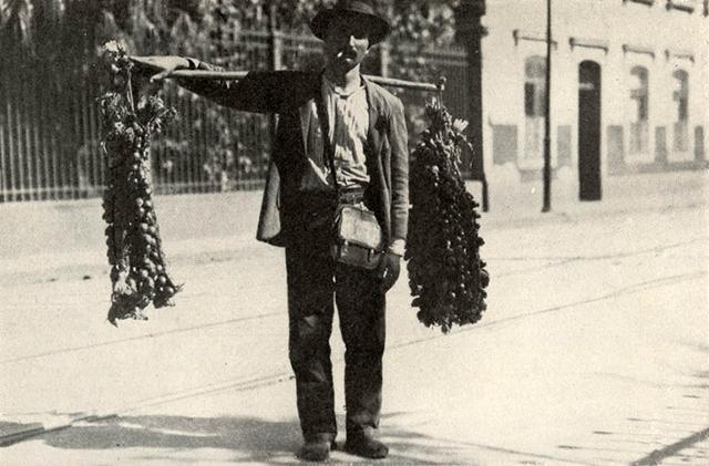 Vendedor de Cebolas e Alho - Ano de 1919 (clique para ampliar)