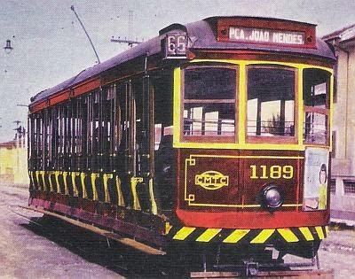 Antigo bonde da CMTC com destino à Praça João Mendes
