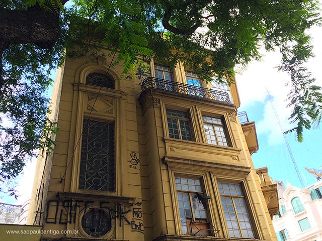 Fachada da face da Avenida Ipiranga do edifício (clique na foto para ampliar)