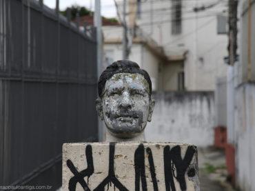 O busto desconhecido da Rua Porto Feliz