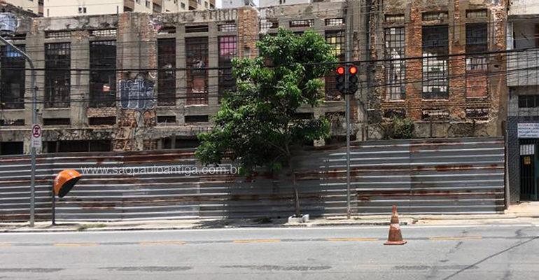 Antigo Cotonifício Paulista começa a ser demolido