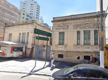 Casa de 1890 e vizinha são demolidas
